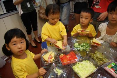 海翔胶带厂规定暑假职工可带孩子一起团聚了